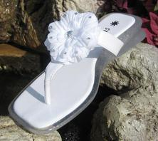Children's white sandal flip flops with removeable flower